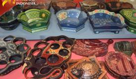../images/gallery/souvenir/antique-wood-craft-in-batik.jpg