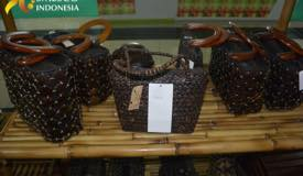 ../images/gallery/souvenir/hanmade-bag-from-coconut.jpg